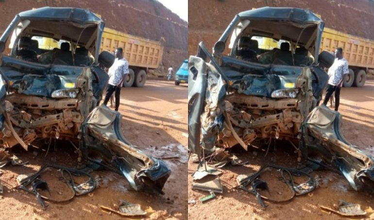 Two drivers run away after gory accident at Obuasi